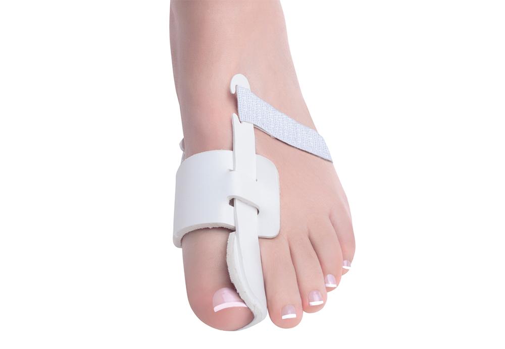 เฝือกพลาสติกสำหรับดัดนิ้วโป้งเท้าเอียง